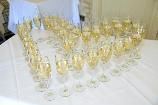 The Bay Tree Hotel: Champagne for drinks reception