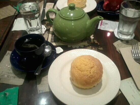 Cafe Mary Grace: ensymada paired with mint tea = perfect combi