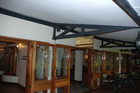 Jacaranda Nairobi Hotel: Safari Lounge - good place to spend the evening.