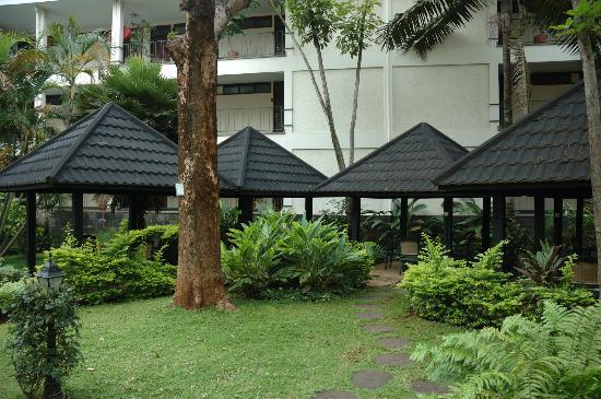Jacaranda Nairobi Hotel: The Gazebos near the pool.