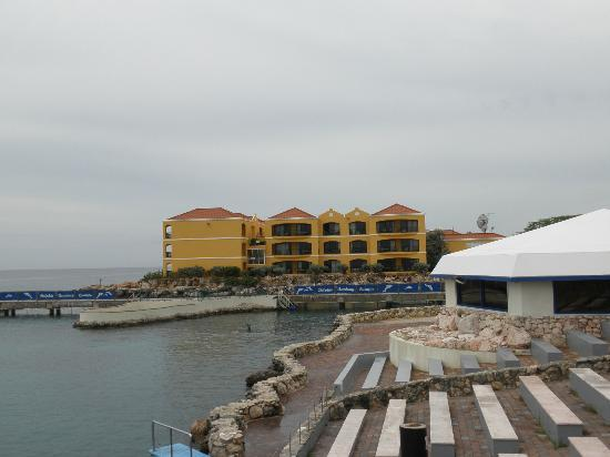The Royal Sea Aquarium Resort: View of resort from the Aquarium