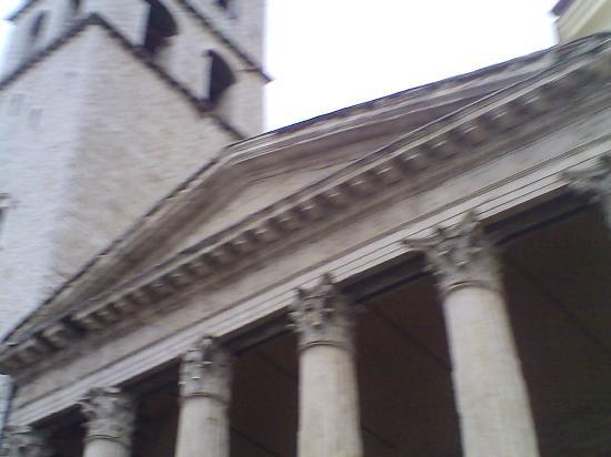 Santa Maria sopra Minerva: timpano