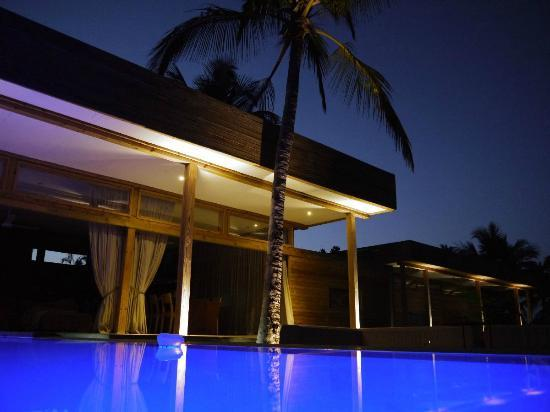Vanilla View: Pool at night