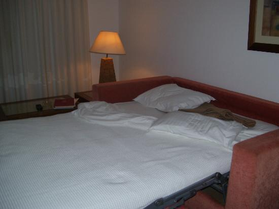 Clube Porto Mos: Bed Settee in room, comfy!
