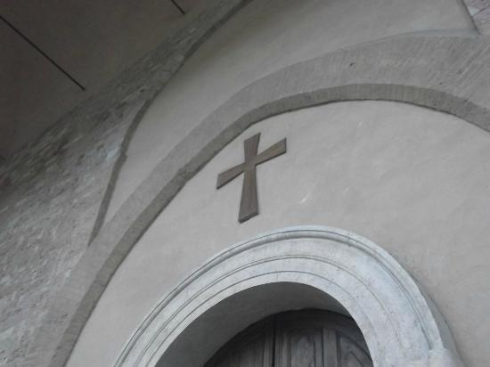 Santa Maria sopra Minerva: Croce all'ingresso