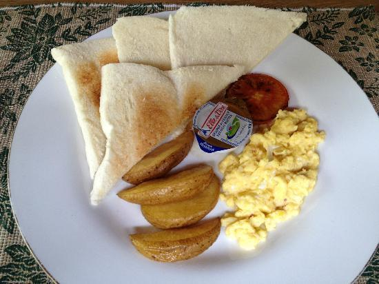 Rumah Batu Villa & Spa: breakfast (need more eggs)