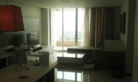 Anantara Sathorn Bangkok Hotel : Skyline Suite - 27th Floor
