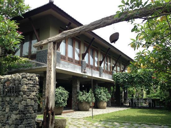Rumah Batu Villa dan Spa: front