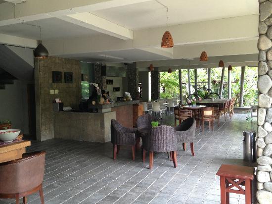 Rumah Batu Villa dan Spa: receptionist