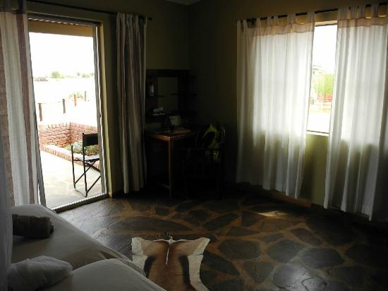 Kalahari Anib Lodge: room