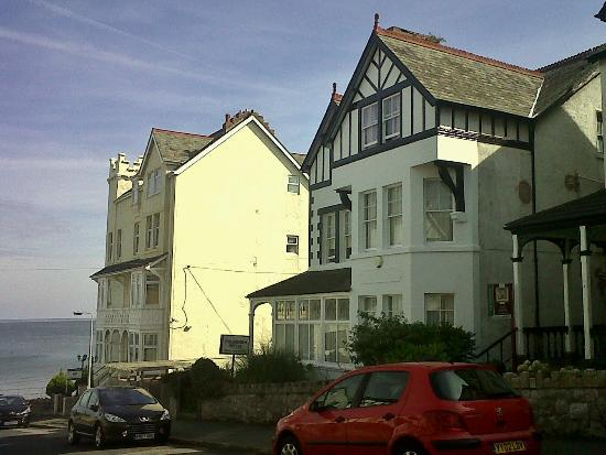The Colbourn Hotel B&B: The Colbourn Hotel in Colwyn Bay is close to the seafront