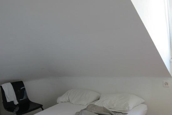 California House: letto con mansarda