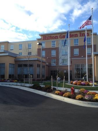 Hilton Garden Inn Ann Arbor: Front entry