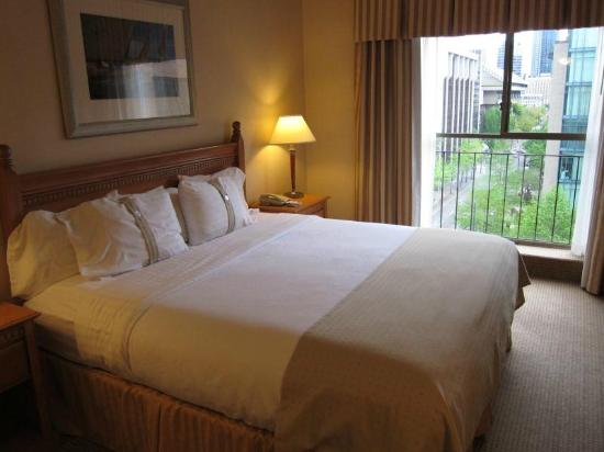 Holiday Inn Hotel & Suites Vancouver Downtown: comfortable bed
