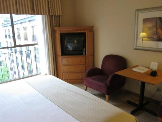 Holiday Inn Hotel & Suites Vancouver Downtown: No work desk