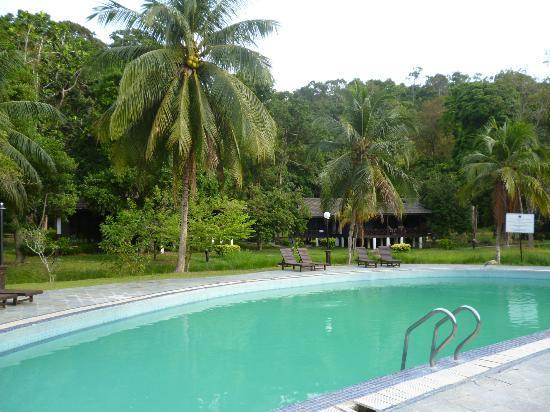 Perhentian Island Resort: Piscina