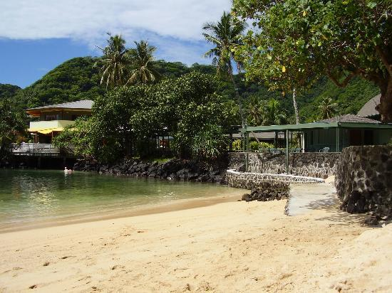 Goat Island Cafe: Restaurant, viewed from the beach