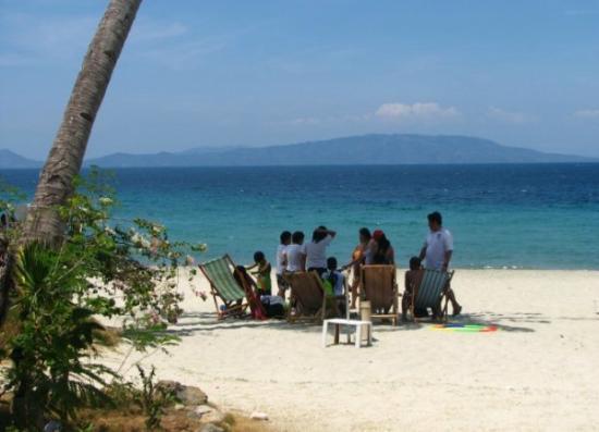 Talipanan Beach : Family and Friends