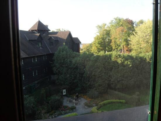 Fairmont Le Chateau Montebello: the view from our room towards river