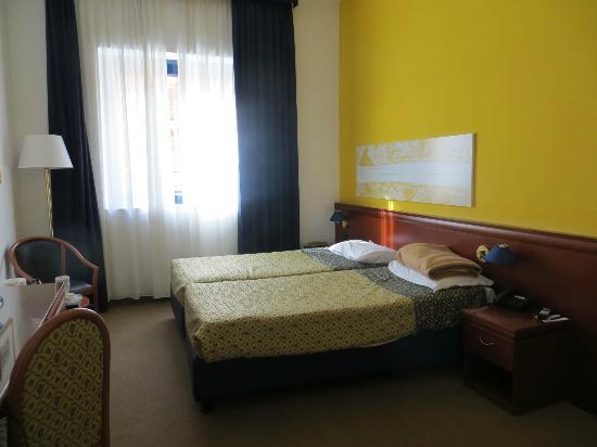Grand Hotel Tiberio : Twin Bedroom on first floor