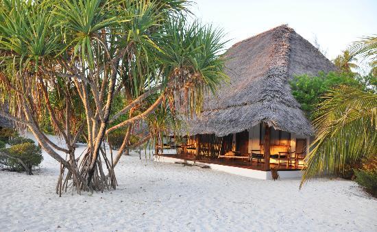 Hakuna Majiwe Beach Lodge: Le camere all'alba