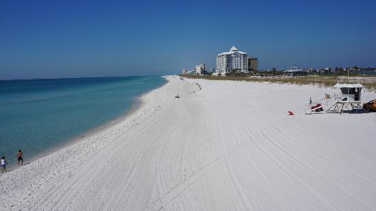 Pensacola Beach: Playa de Pensacola.Hotel Margaritas al fondo