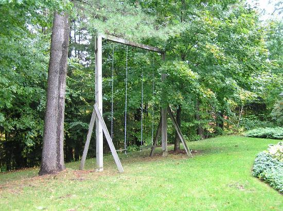 Stone Hill Inn: swings for two