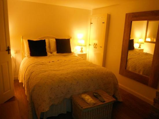 Duntroon Bed and Breakfast: Cosy Comfy Bed