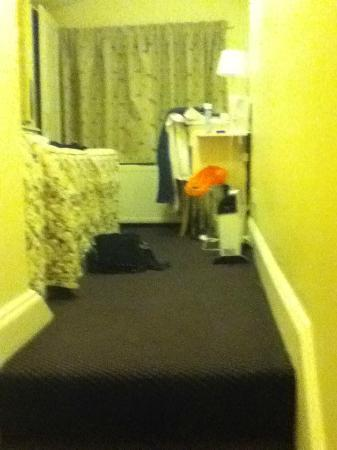Grantly Hotel: View from the stairs, of the bedroom itself.