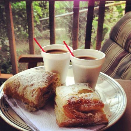 Pan Deli: Pastelillos de Guayaba (Guava Pastries) y Cafe con Leche