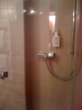 Hotel Helvetia: doccia camera 110