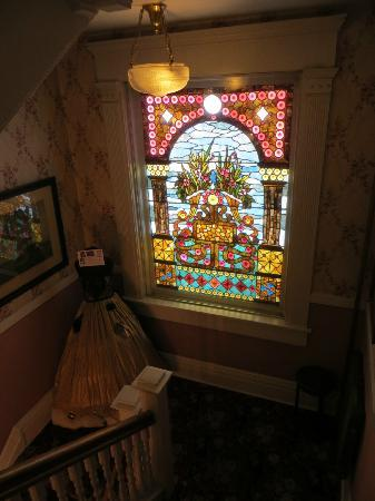 Holiday Chalet: Amazing stained glass in stairway