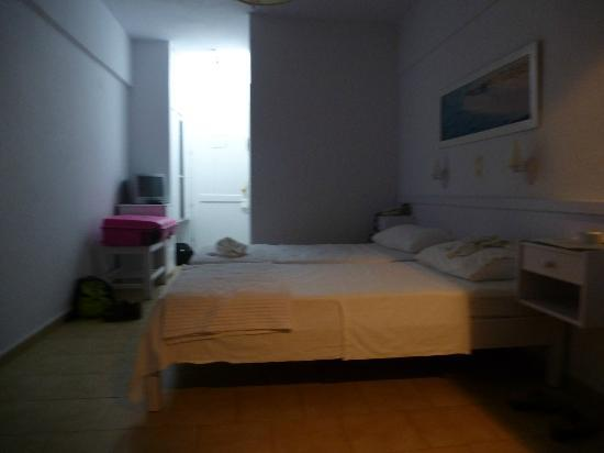 Chryssana Beach Hotel : Hotel room