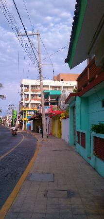 Hotel Bahia Chac Chi: Street when you take a right out of hotel.