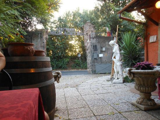 Hostaria Antica Roma: Entrance to Hostaria Antica
