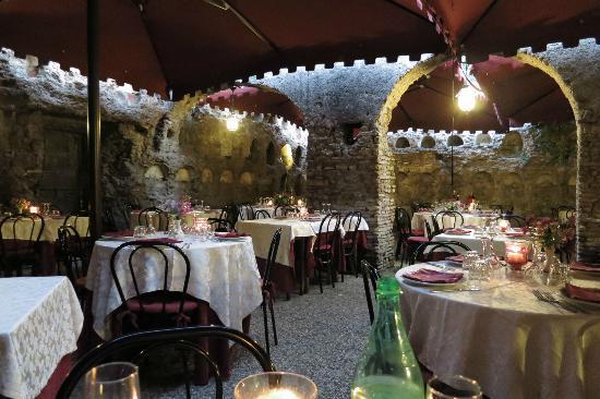 Hostaria Antica Roma: Eating in the Colombarium