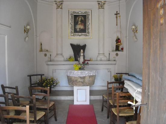 Agriturismo Le Carolee: Interieur kapel op het landgoed