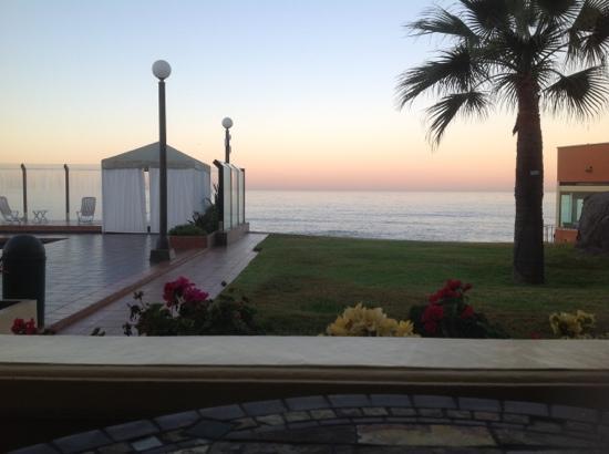Punta Morro Hotel Suites: The pool at sunrise, in November