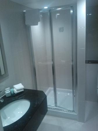 Kensington Close Hotel: room 822