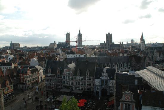 'T Paradijs Van Wenemaar: The restaurant is the red building in the small square below
