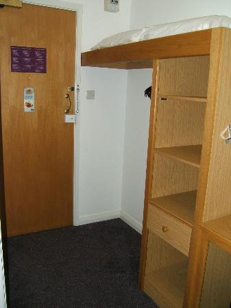 Premier Inn Wolverhampton North Hotel: Storage area