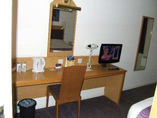 Premier Inn Wolverhampton North Hotel: Working area