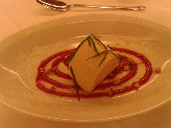 Hotel Fischer: Semifreddo alle castagne con basilico e crema di lamponi