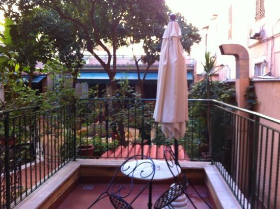 Astoria Garden: Terrasse zum Garten