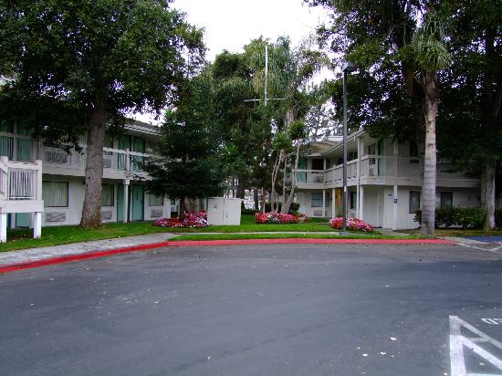 Motel 6 Oakland-Embarcadero: Front view