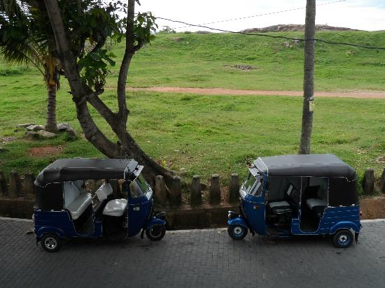 Seagreen Guesthouse: Trishaws outside the guesthouse