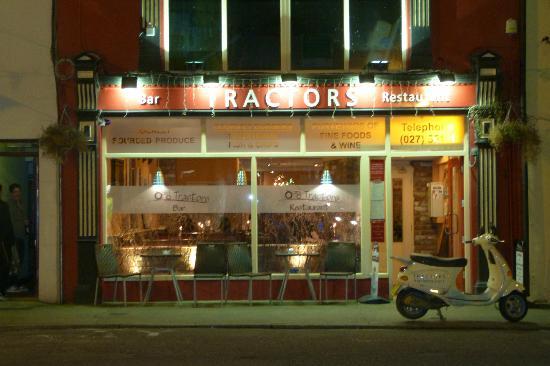 Tractors Restaurant and Bar : L'ingresso al locale