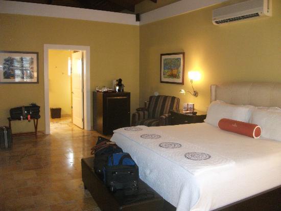 Lighthouse Bay Resort Hotel: large bedroom