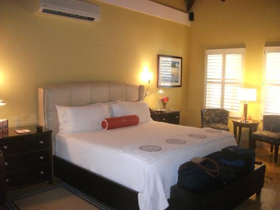 Lighthouse Bay Resort Hotel: luxurious bedroom