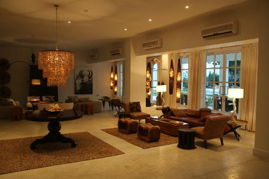 The Oyster Bay Hotel: Lounge & dining area